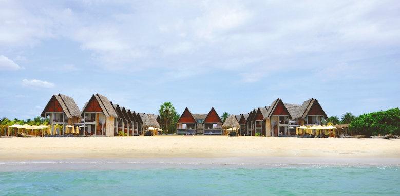 Maalu Maalu Resort & Spa, beach and hotel
