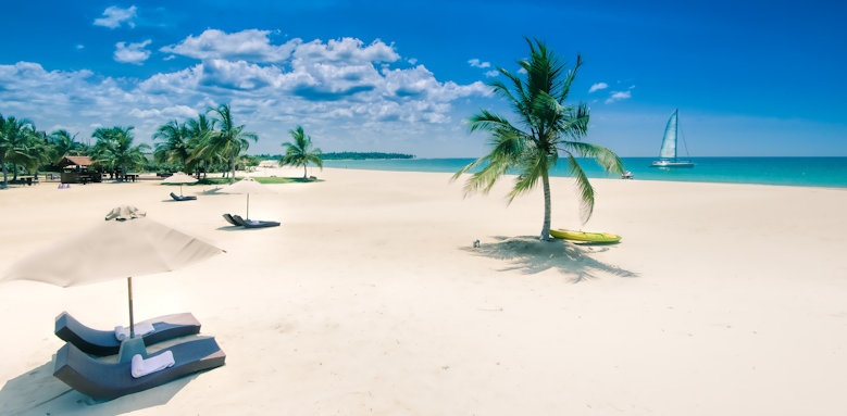 Uga Bay, beach