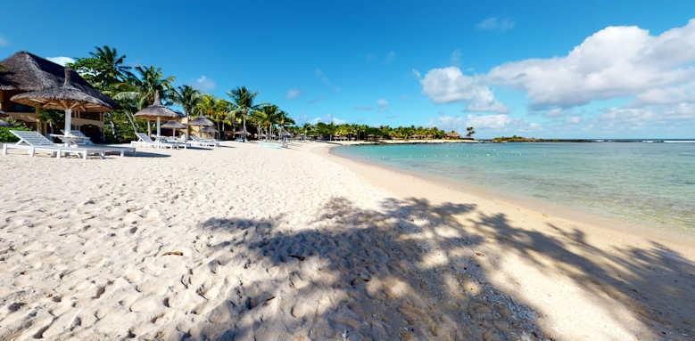 Shanti Maurice, beach