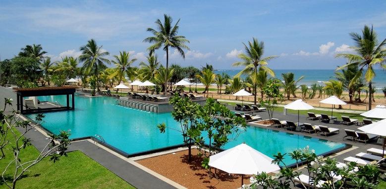 Centara Ceysand, swimming pool