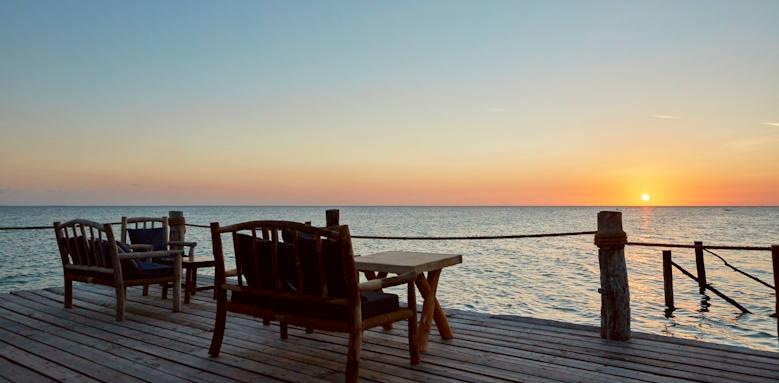 Fundu Lagoon, bar jetty terrace