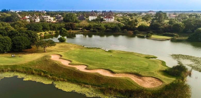 Alfajiri Villas, golf