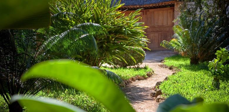 Waterlovers Beach Resort, garden pathway