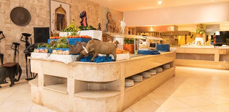 Leopard Beach Hotel, buffet