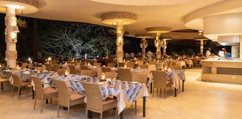 Leopard Beach Hotel, restaurant