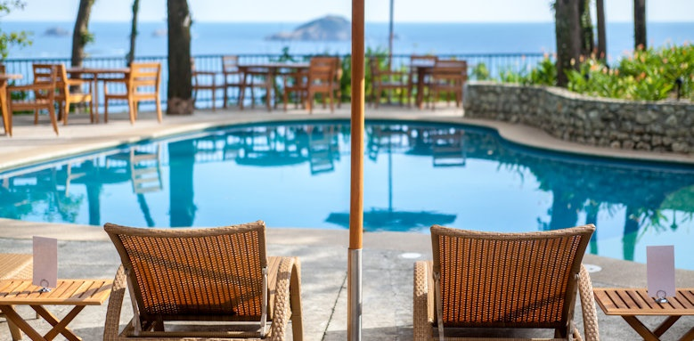 Arenas del Mar Beachfront & Rainforest Resort, pool chairs