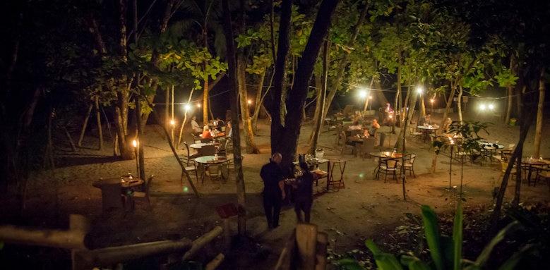 Arenas del Mar Beachfront & Rainforest Resort, restaurant