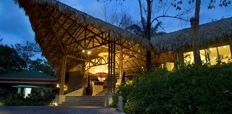 Arenas del Mar Beachfront & Rainforest Resort, entrance