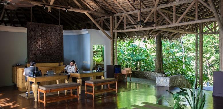 Arenas del Mar Beachfront & Rainforest Resort, lobby