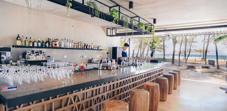 Nantipa Hotel, Manzu Bar