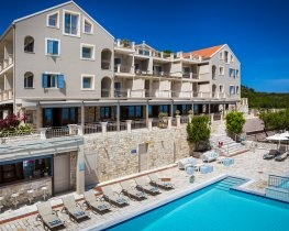 Almyra Hotel, thumbnail