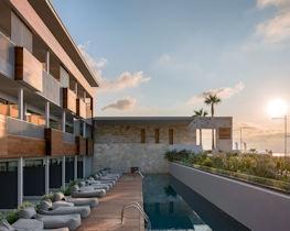 ikones suites, sharing pool view