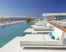 Corales Suites, pool