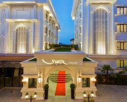 Sura Hagia, front of hotel