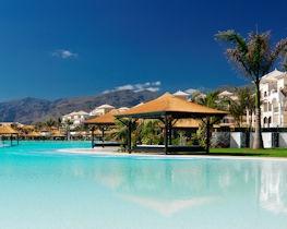 Gran Melia Palacio, pool area