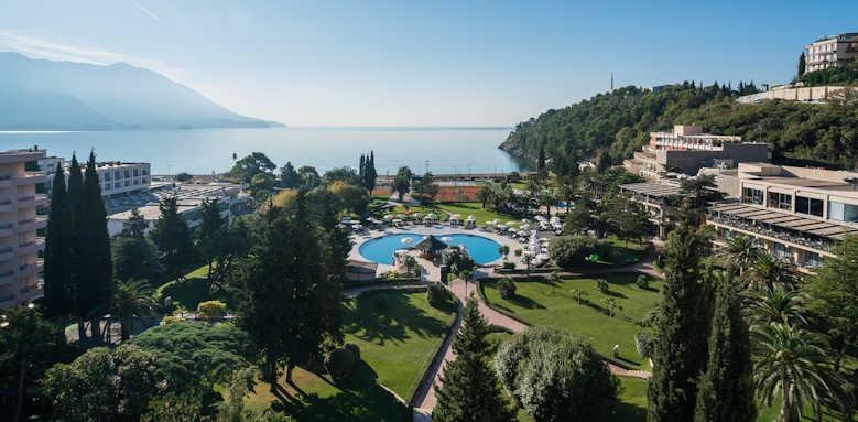 Iberostar Bellevue, hotel grounds
