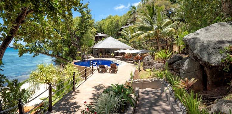 Cerf Island Resort, hotel grounds