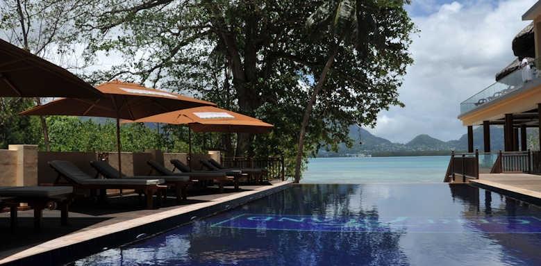 Cerf Island Resort, infinity pool