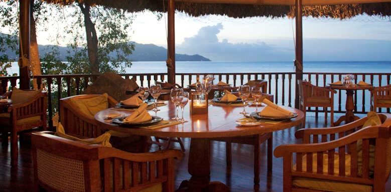 Cerf Island Resort, dining