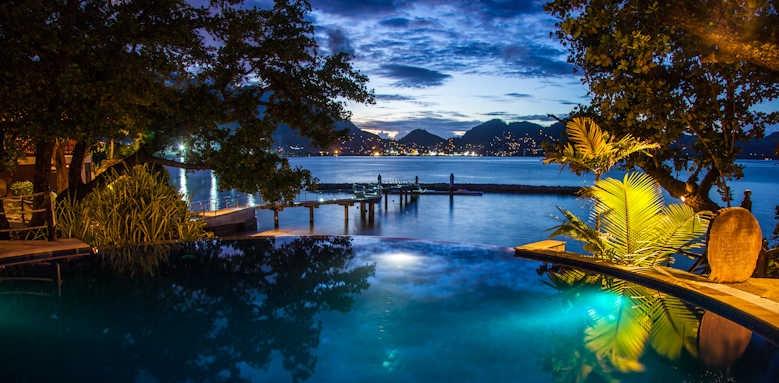 Cerf Island Resort, round pool at night