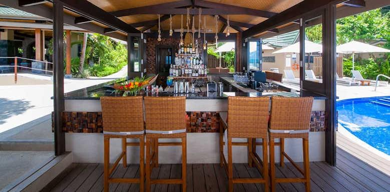 Coco de Mer Hotel & Black Parrot Suites, pool bar