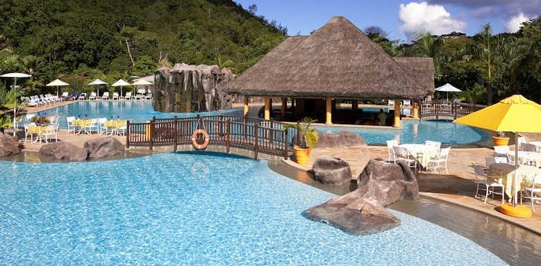 Le Domaine de la Reserve, pool area