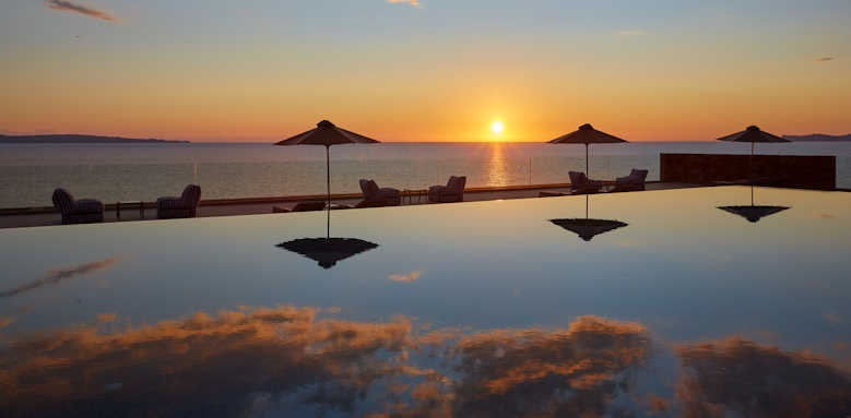 Marbella Elix, sunset over pool