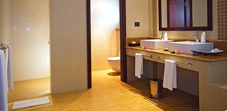 Hotel L'Archipel, Deluxe Room Bathroom