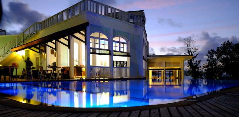 Hotel L'Archipel, night view