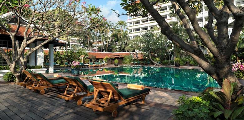 Anantara Riverside Bangkok Resort, pool area