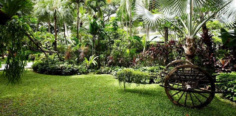 Anantara Riverside Bangkok Resort, gardens