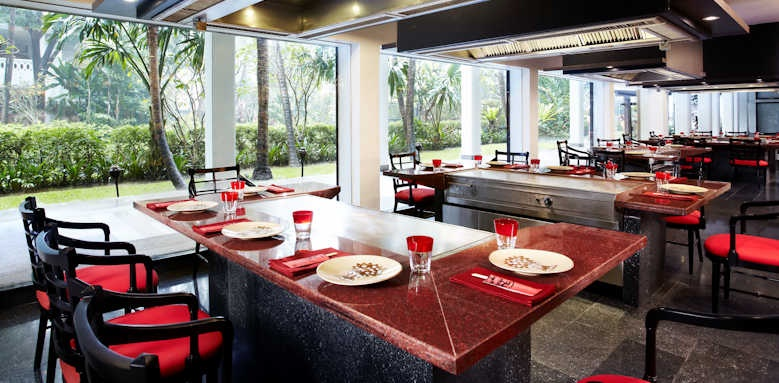 Anantara Riverside Bangkok Resort, restaurant dining