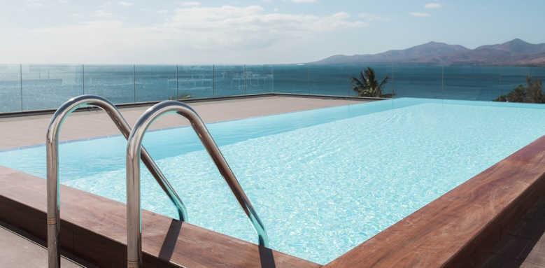Los Fariones, rooftop pool