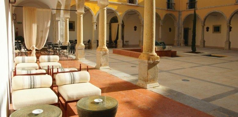 Pousada de Tavira Convento da Graca, courtyard