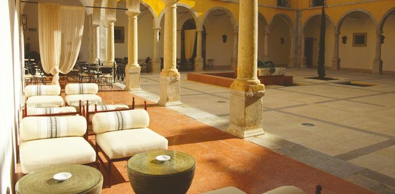 Pousada Tavira, courtyard area