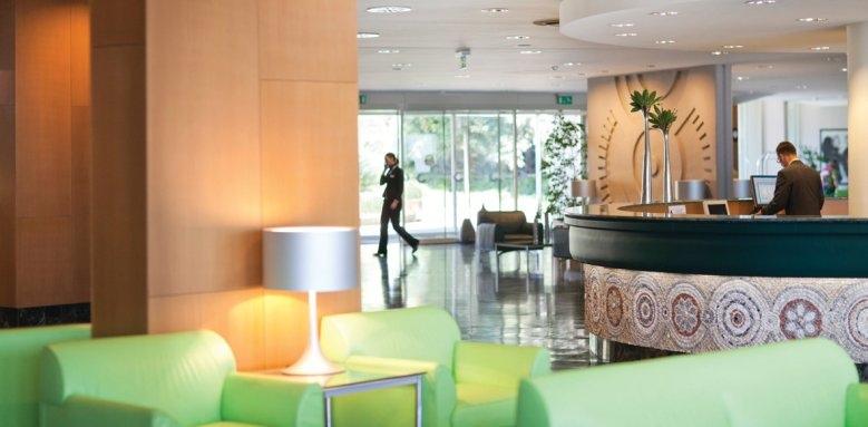 Hotel Croatia, lobby