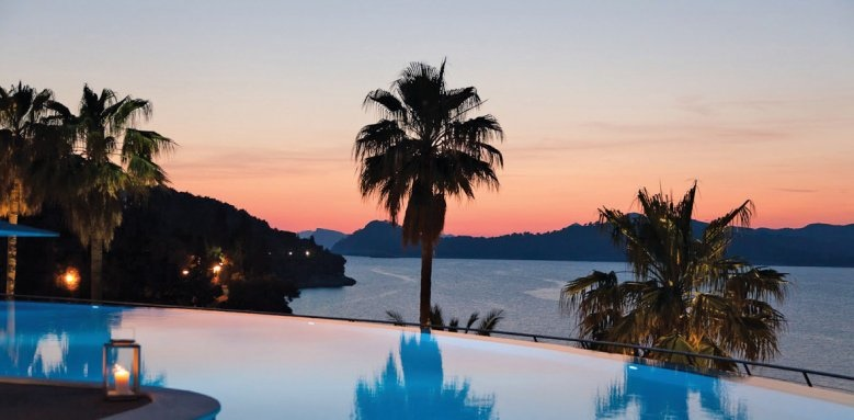 Lafodia Sea Resort, sunset