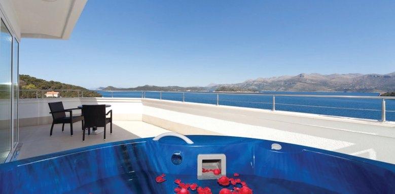 Lafodia Sea Resort, suite private pool