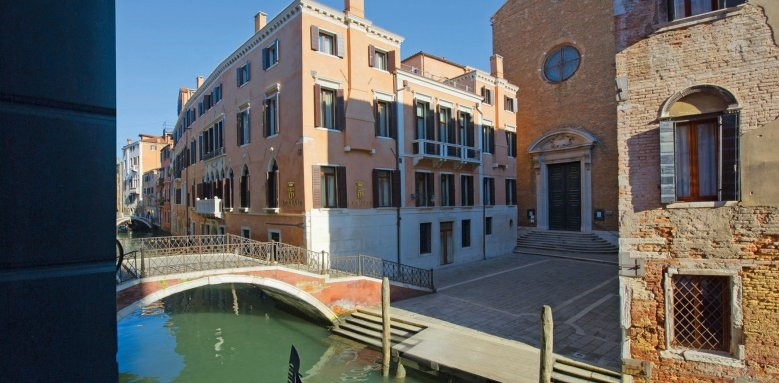 Hotel Ai Reali, exterior canal view