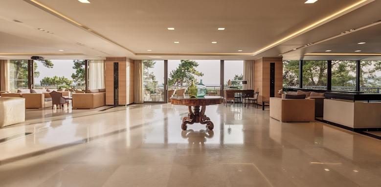 White Rocks Hotel, lobby