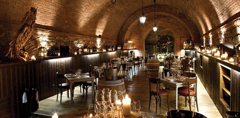 Castel Monastero, La Cantina restaurant