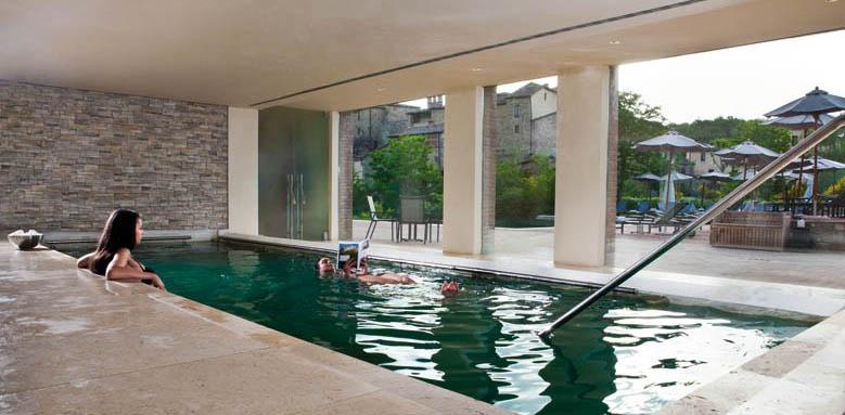 Castel Monastero, spa pool