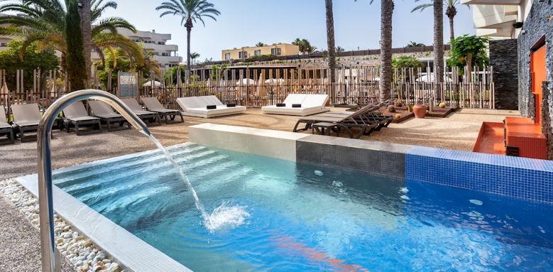 Barcelo Corralejo Bay, pool with fountain