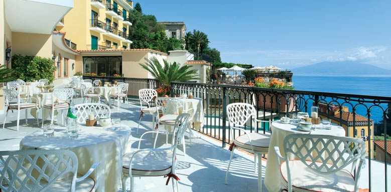 Grand Hotel Capodimonte, bar terrace