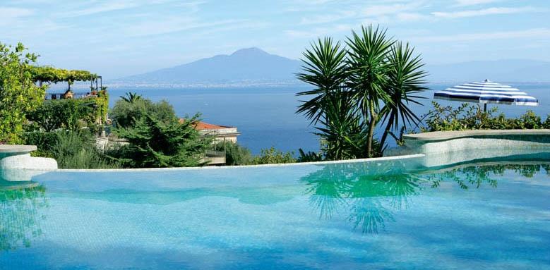 Grand Hotel Capodimonte, infinity pool