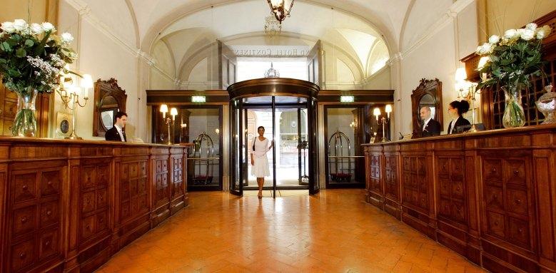 Grand Hotel Continental, reception