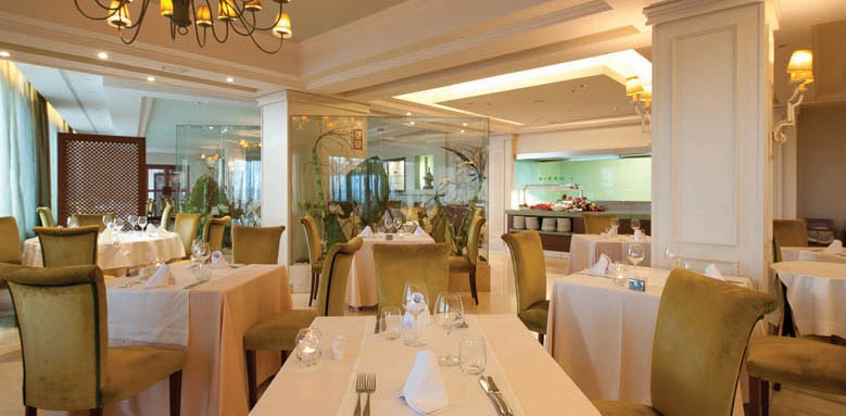 Hotel Fuerte Marbella, restaurant interior