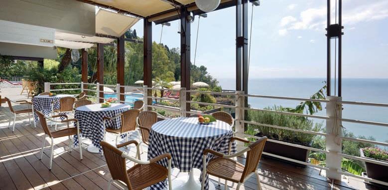 Hotel Monte Tauro, restaurant terrace
