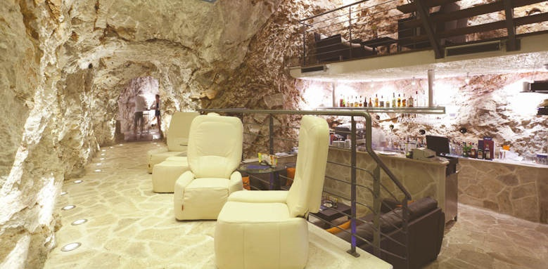 hotel more, cave bar