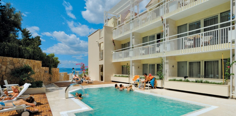 Hotel Osejava, pool & exterior